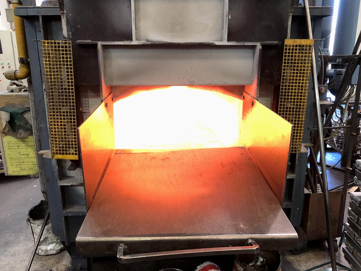 fabrication de quincaillerie funéraire - fusion du Zamac