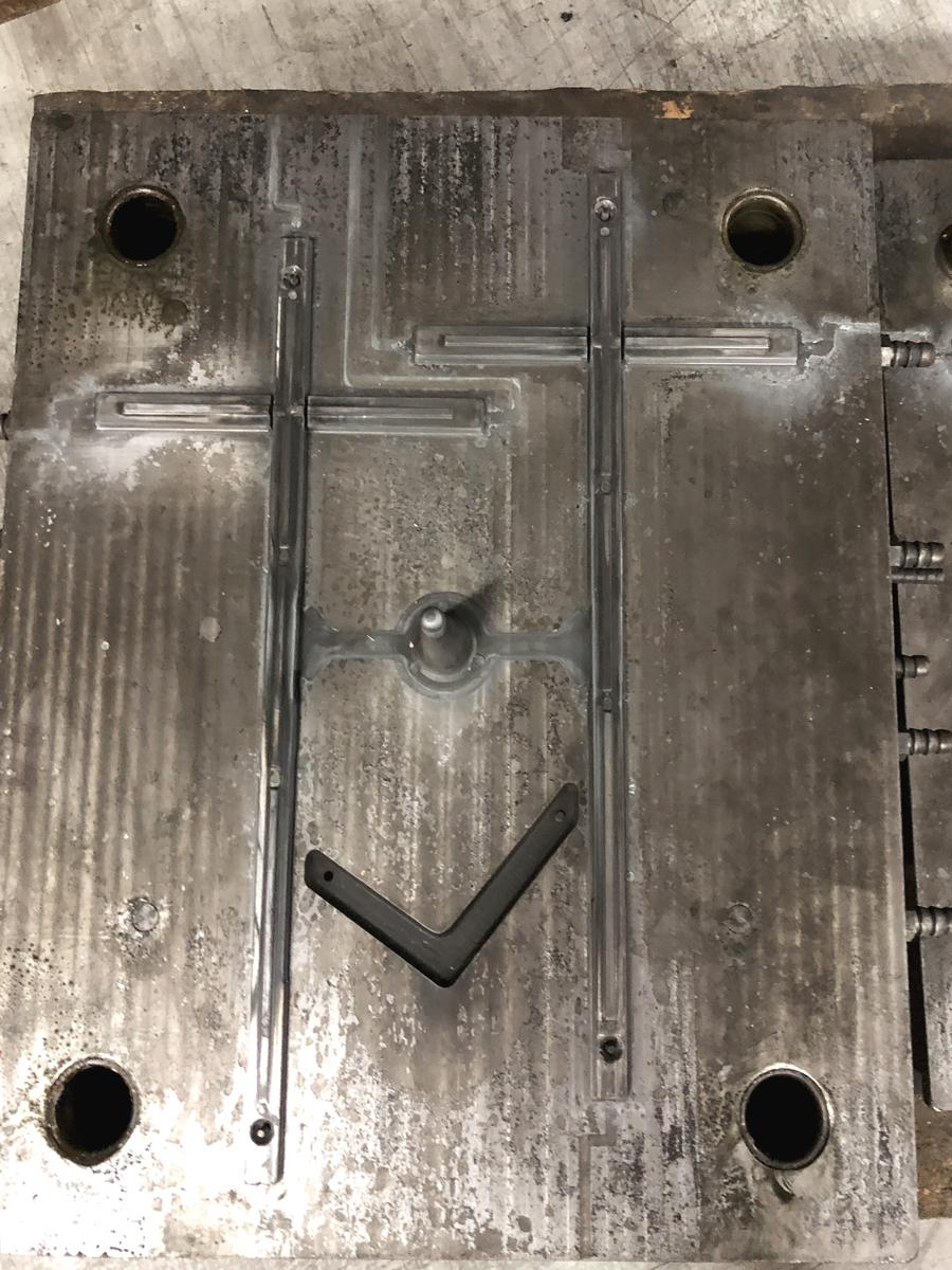 fabrication de quincaillerie funéraire - le moule de la croix CR03S/C